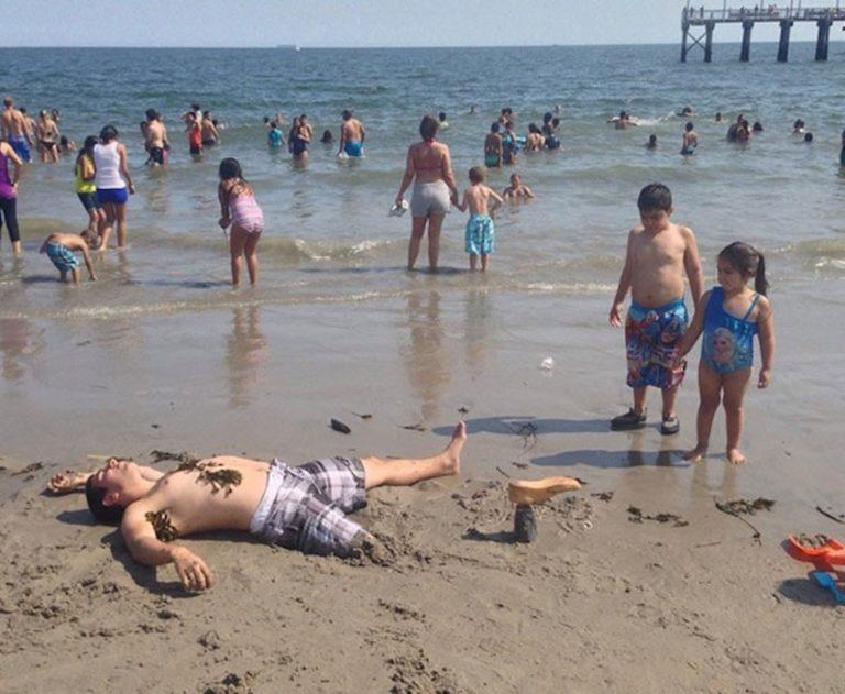 Портятся на пляже при людях, актрисы без трусов фото видео