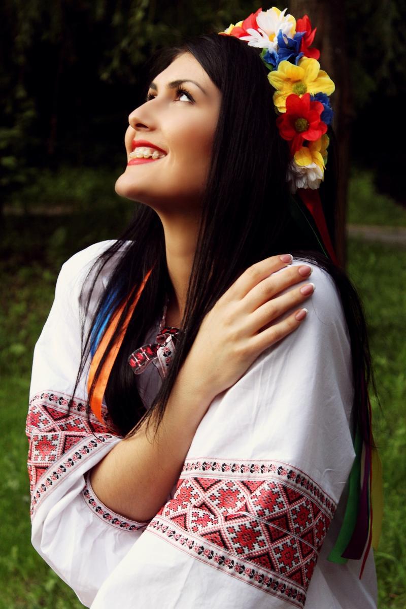ruka-krasivie-devushki-ukrainki-fotosessii-foto-galerei-devushek