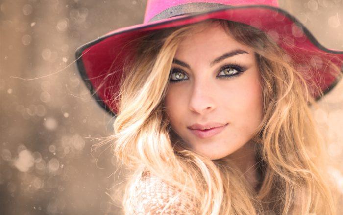 Red hat blonde girl portrait 2560x1600
