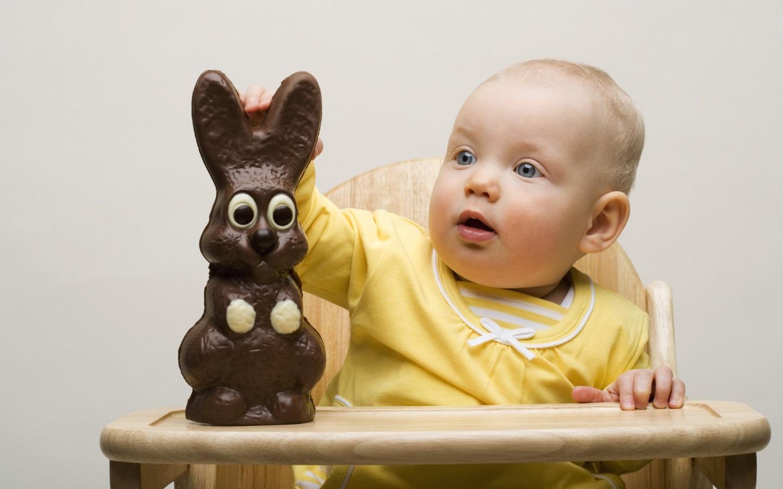 меня малыш с конфетой картинка своим