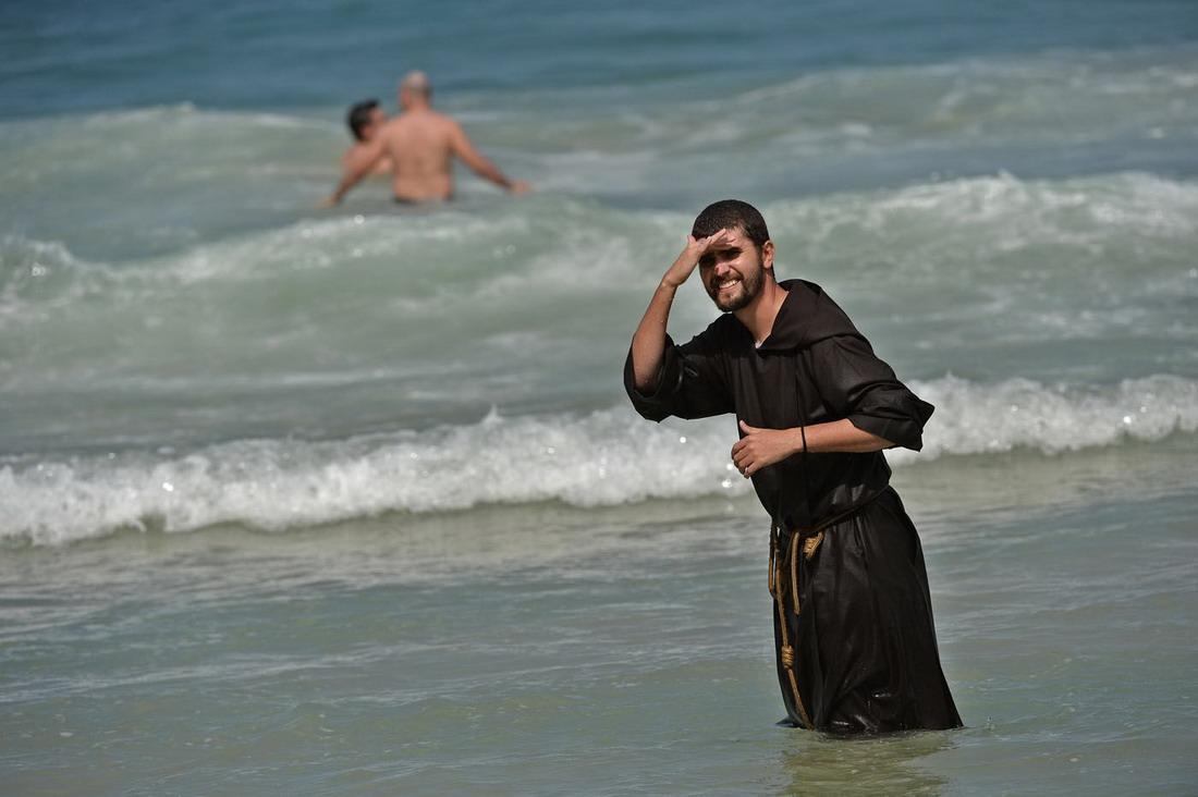 телефону говорит фото на пляжах идиоты лисакович лучший