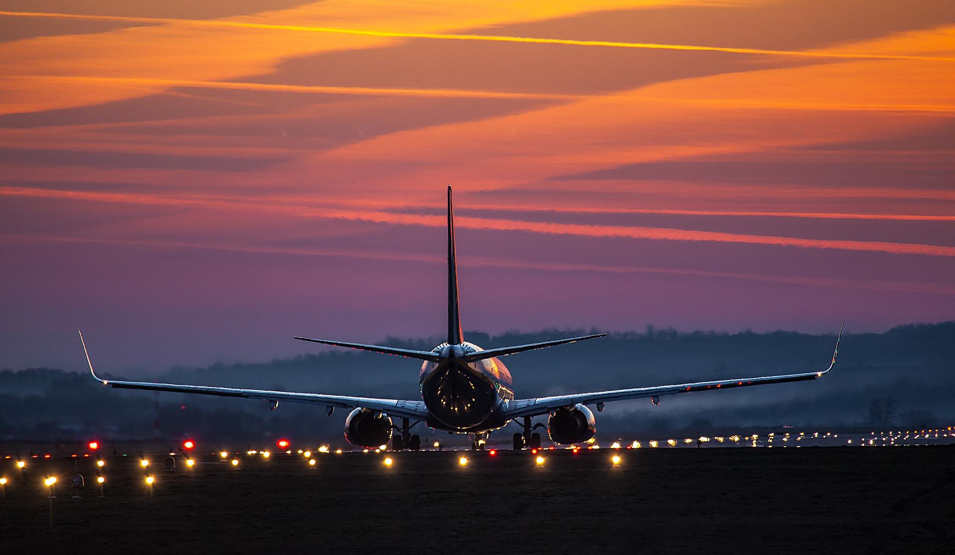 Картинки взлет самолета широкоформатные