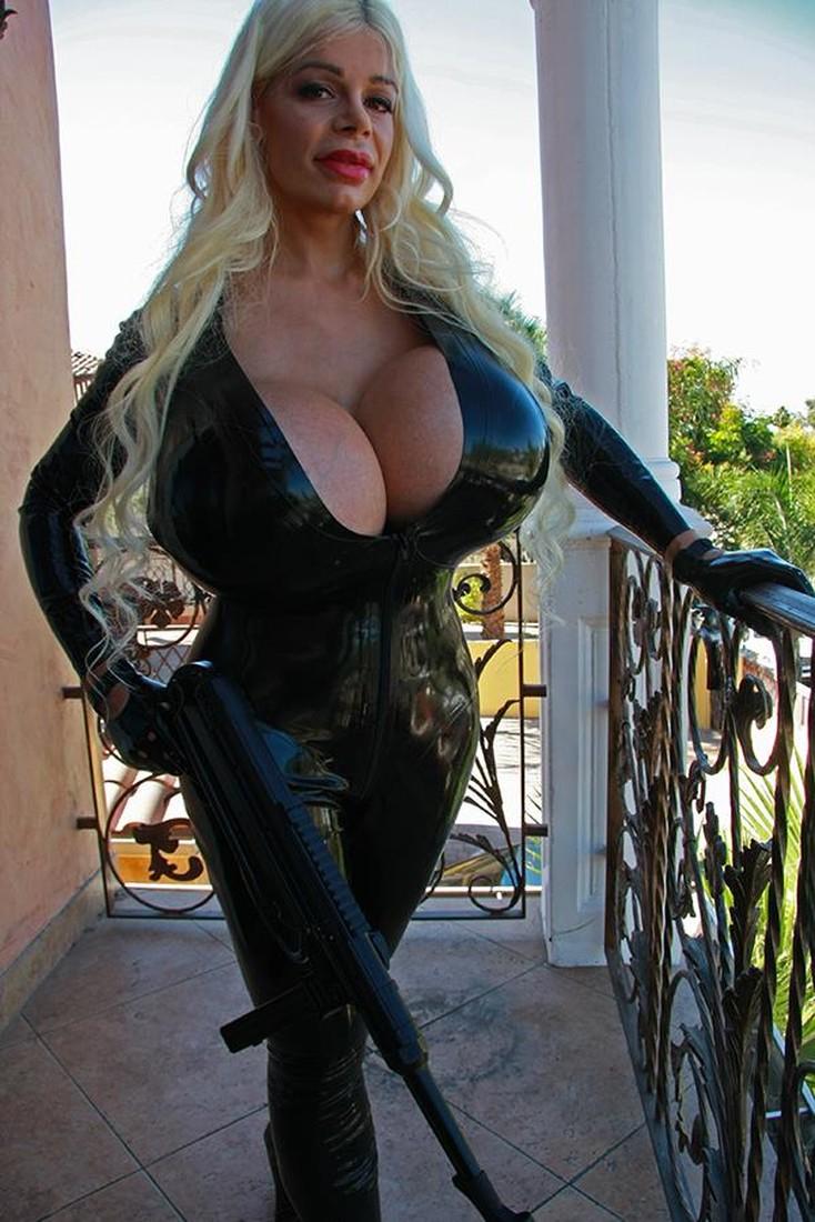 Самая большая женская грудь с фото