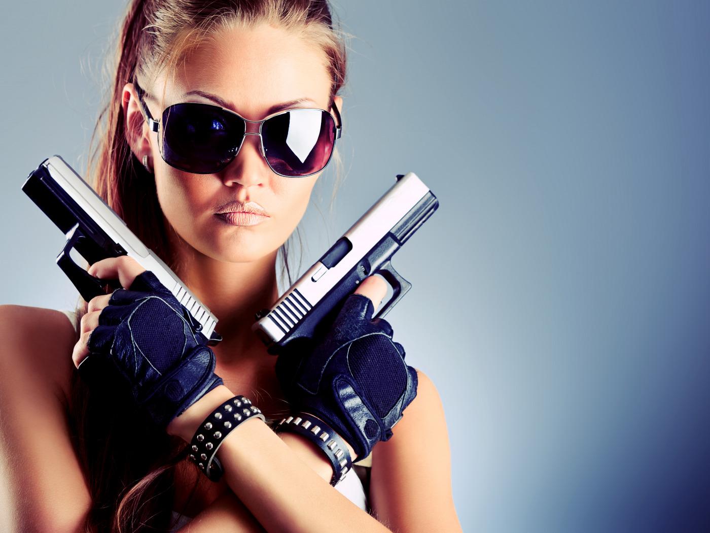 Крутые девушки с оружием картинки