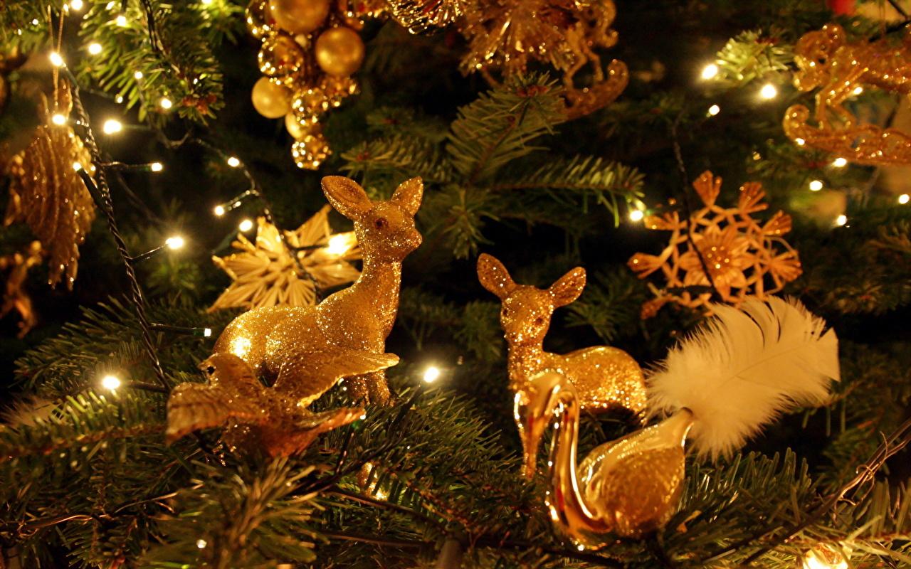 красивые картинки новогодние елки и игрушки спустя мария
