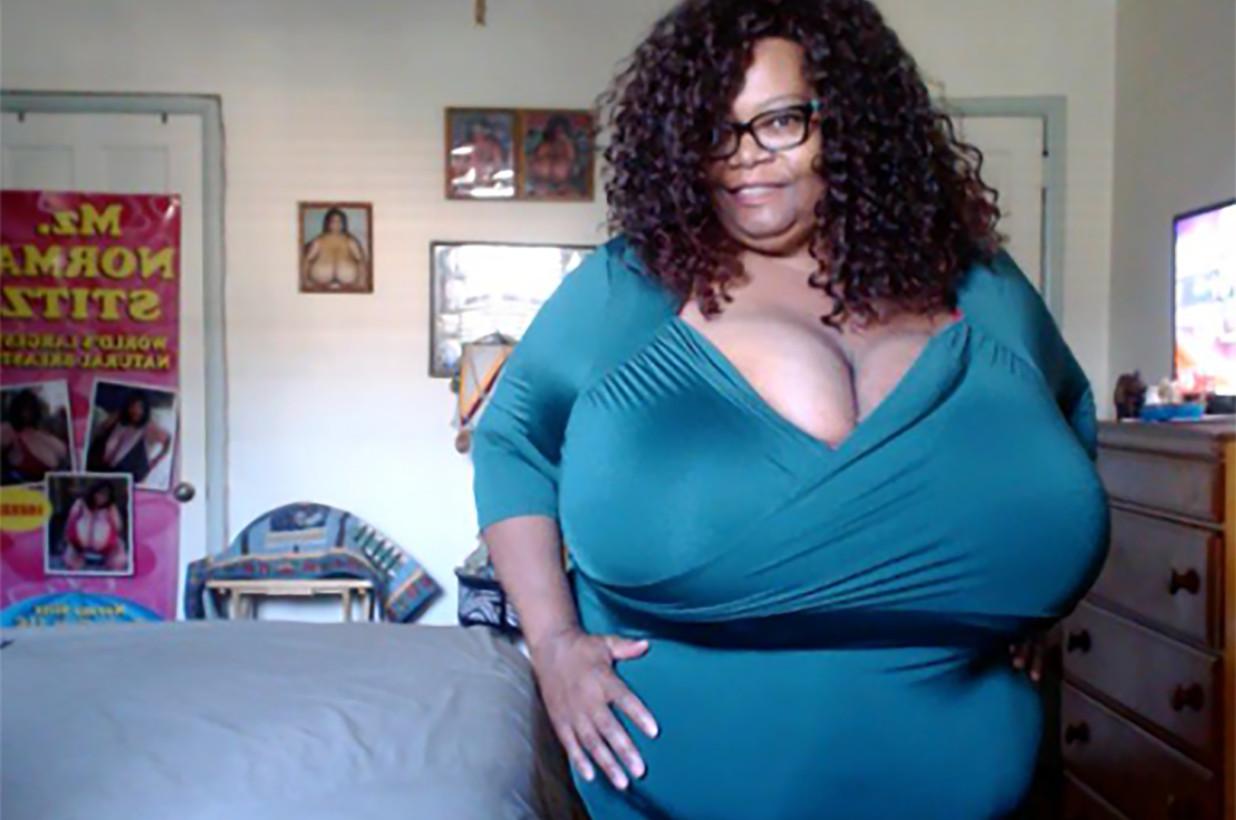 Самая большая женская грудь картинки приятно