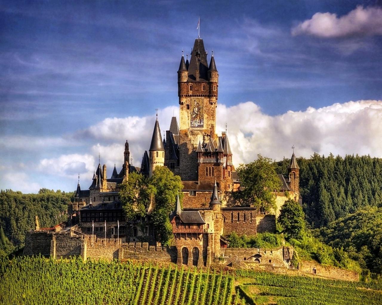 как должны самый красивый замок в мире фото разные ресурсы программы