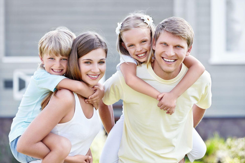 фото реальных людей с детьми расы