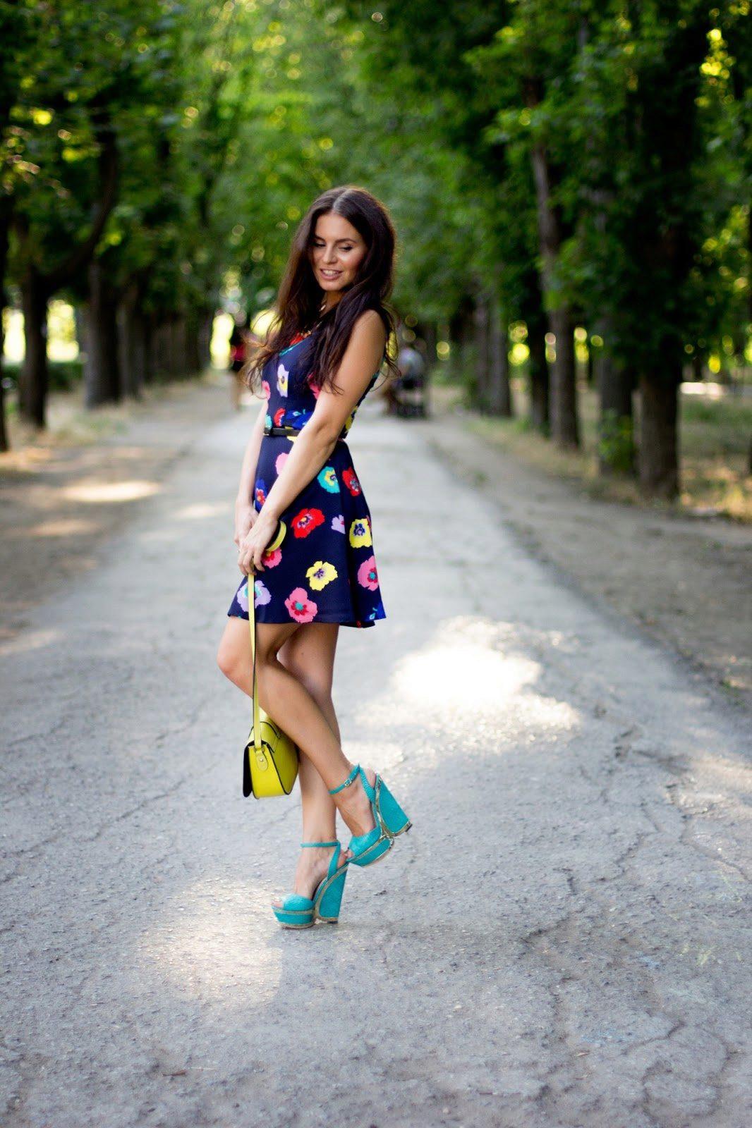Красивая девушка в туфлях, девушки из омска для миньета