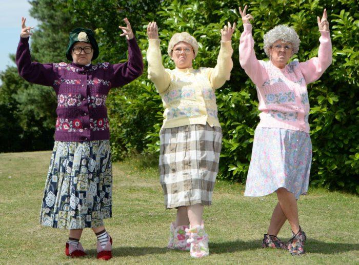 Прикольные картинки танцующих бабушек
