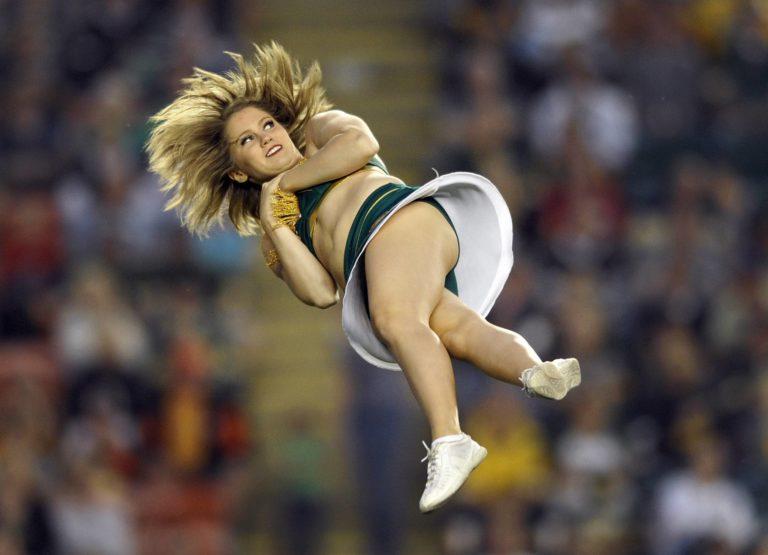 смотреть приколы с спортсменками фото из-за