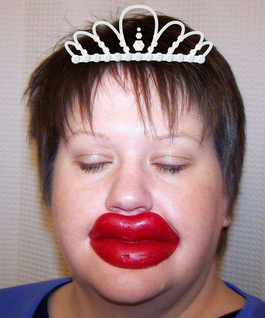 Прикольные картинки с большими губами