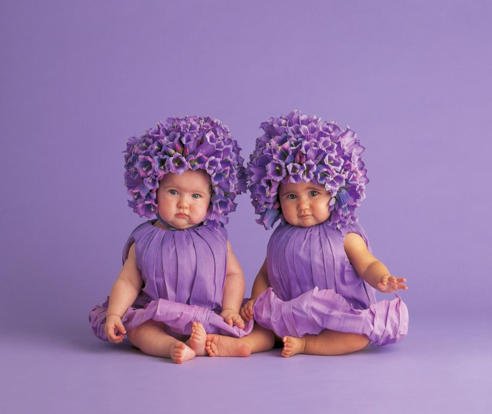 Открытки девочки двойняшки