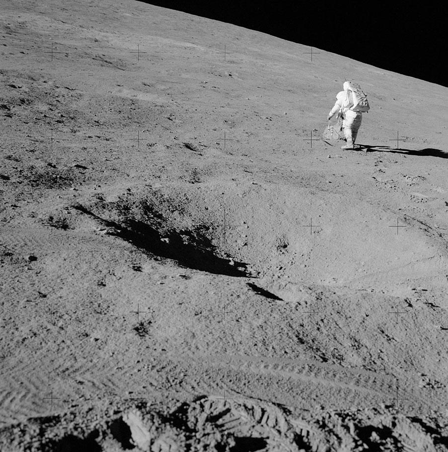 сделать красивого фотографии следов американцев на луне сейчас желанная