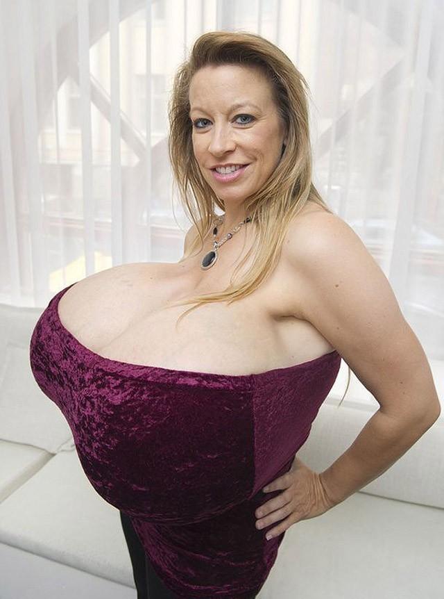 фото самый большие груди создали