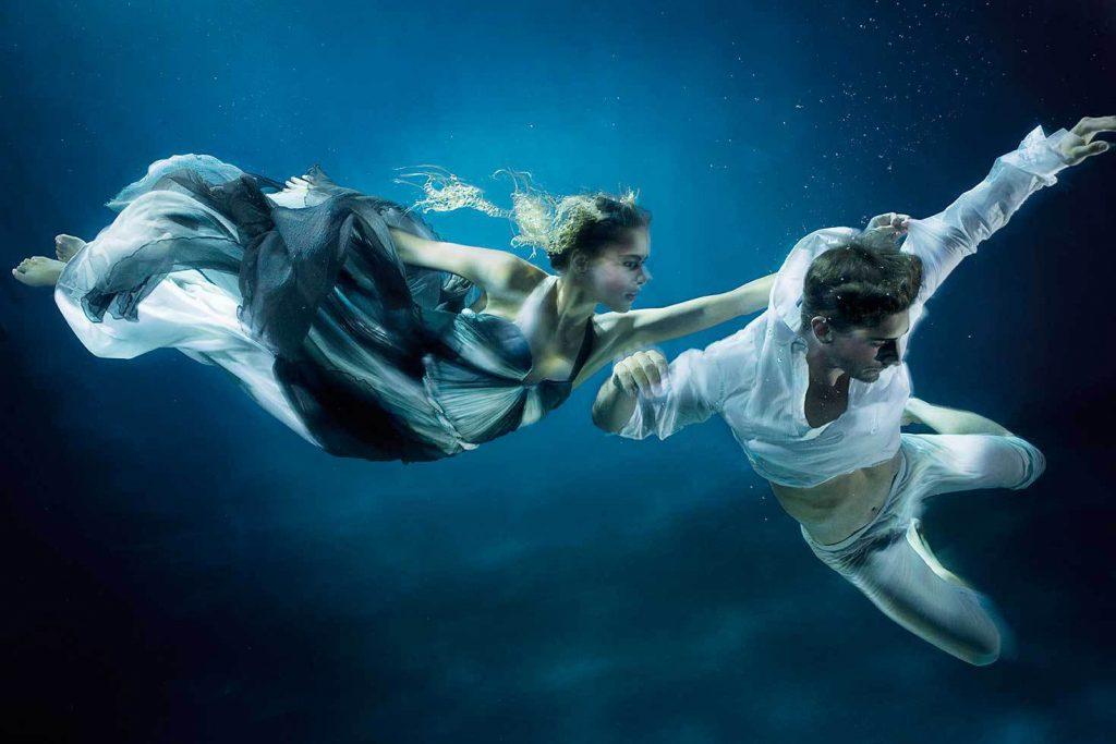 Фото танец под водой