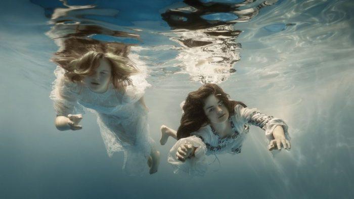 Девушки ню в воде