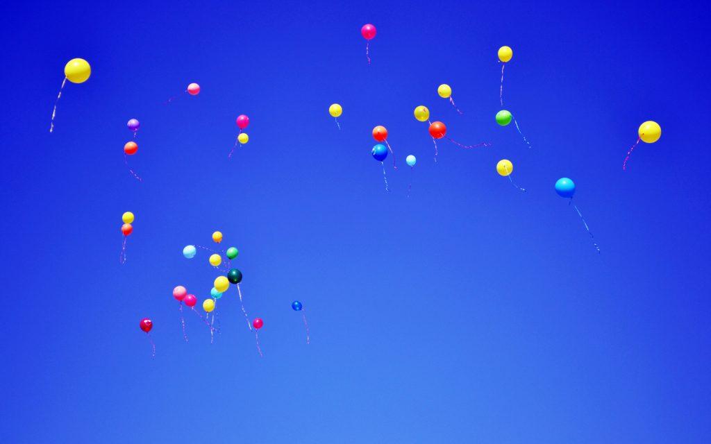 съемке картинка с летающими шарами используют более