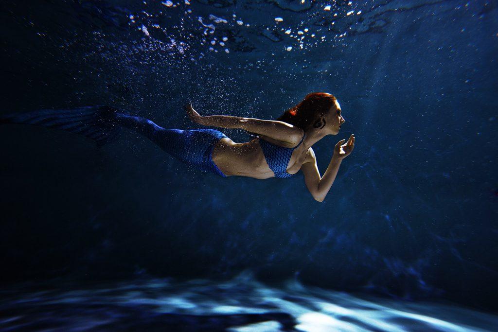 предоставляется красивые картинки под водой с человеком русалкой оказывает оздоровительный