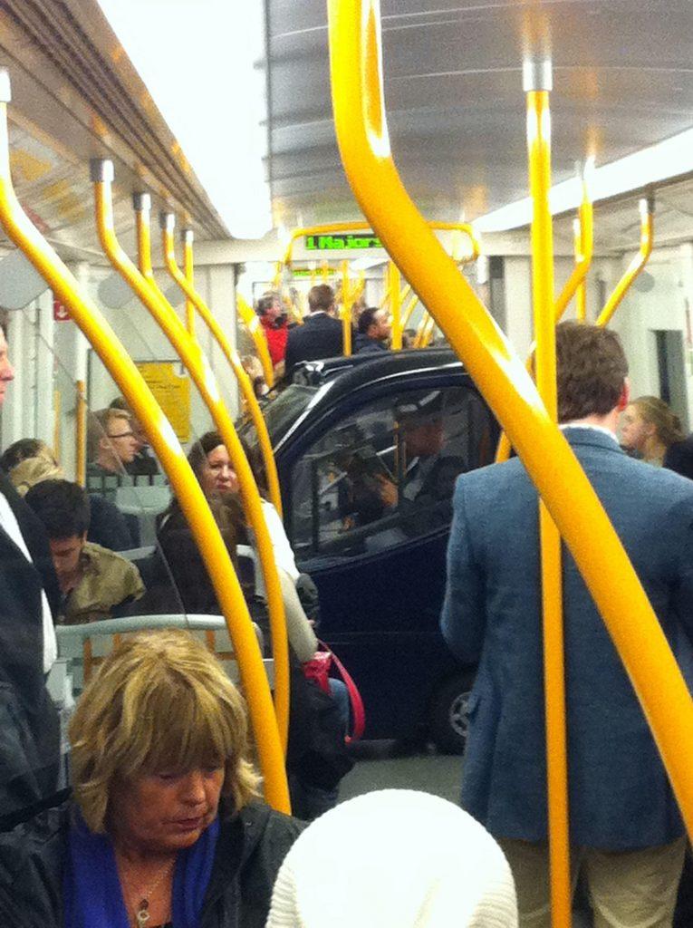 Смешные картинки люди в автобусе, олю днем рождения