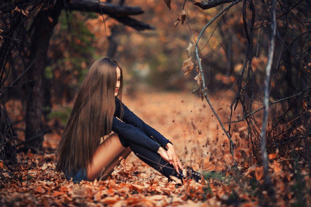 нее хорошее фото спиной в осеннем лесу будут