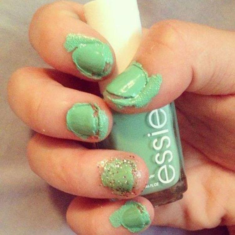 Прикольные картинки как красят ногти