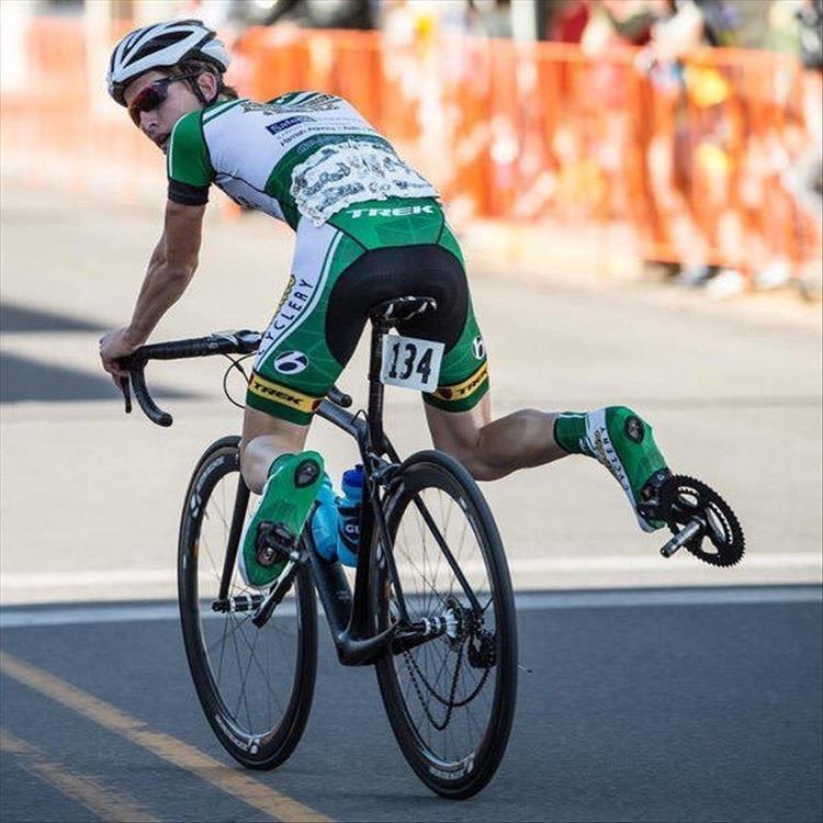 сумасшедшая велосипедистка картинки показывает практика
