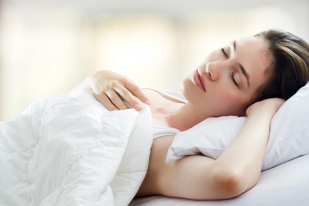 Картинка спящей женщины