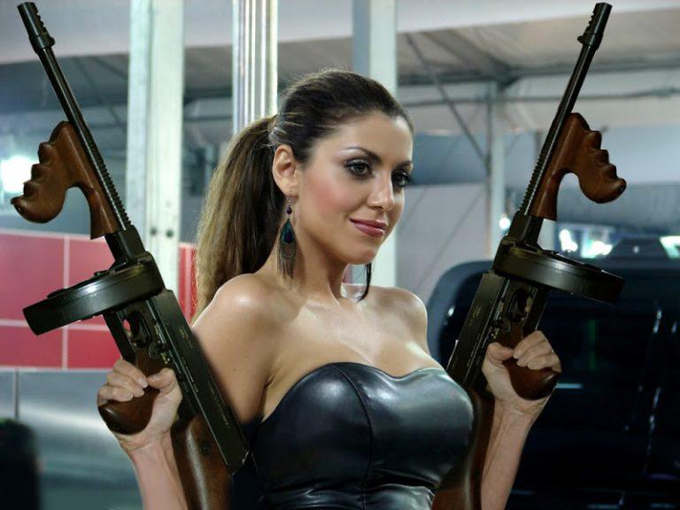 Женщина с пулеметом картинки приколы