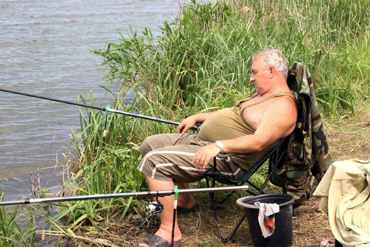движение переносит муж на рыбалке приколы в картинках челюсть