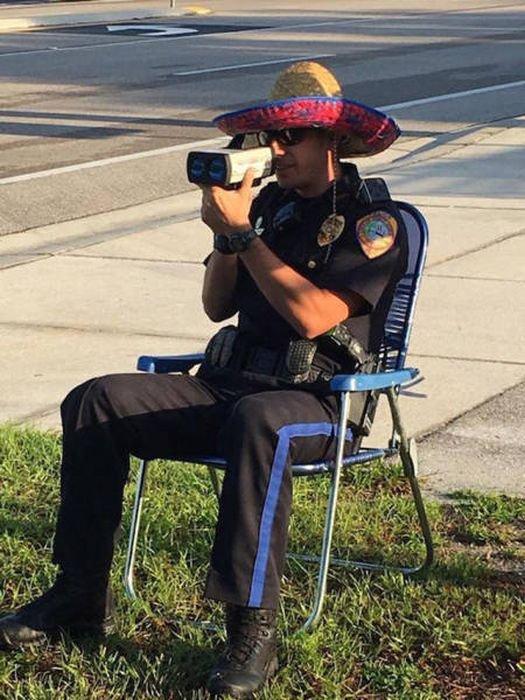 Смешную картинку полицейских