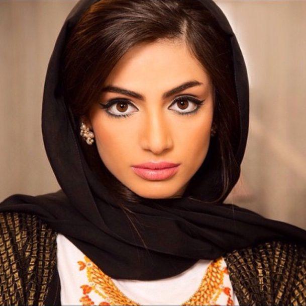 каждом фото картинок с арабскими именами кто