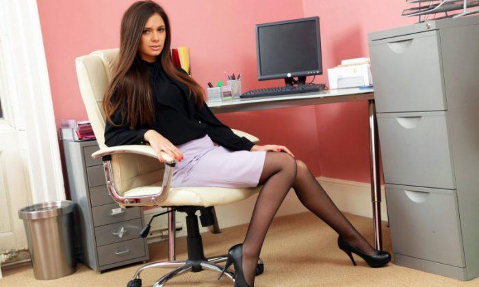Девушка за работой в офисе курсовая работа модели менеджмента